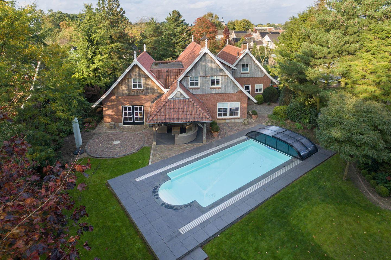 Fun da huis met mega zwembad in de achtertuin te koop for Zwembad achtertuin