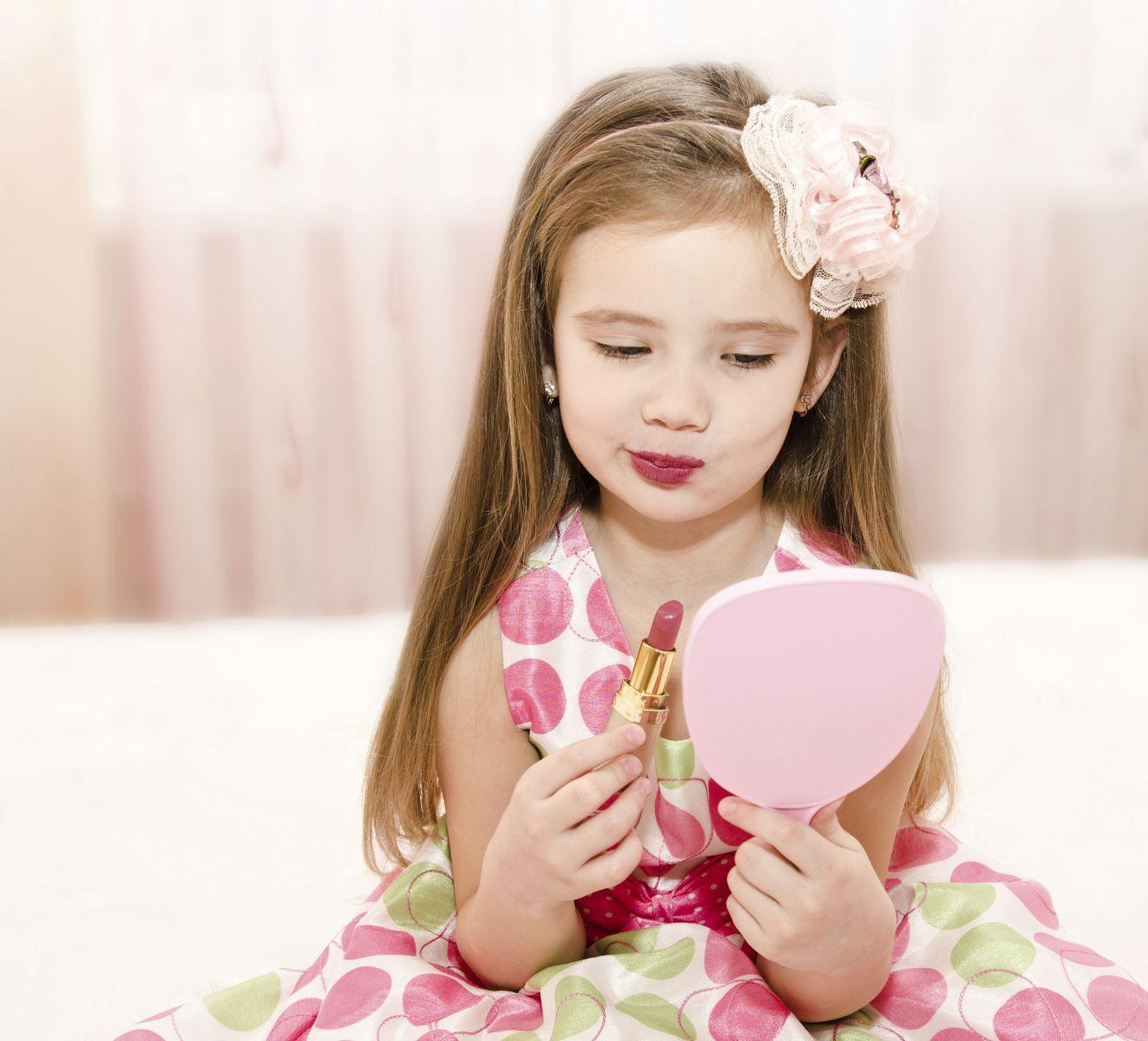 66c2152c075268 Zo'n 70% van de moeders zegt dat ze haar dochter regelmatig hoort klagen  over haar slechte huid. Gek genoeg vinden wij, geven ze niet aan dat ze het  ...