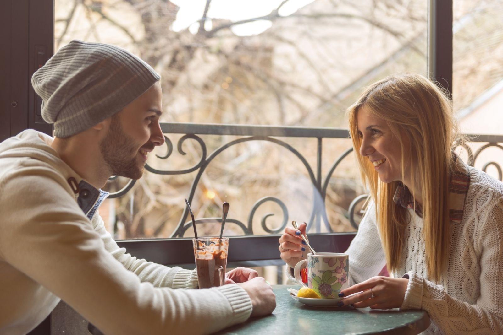 Wat te verwachten als je een introverte dating