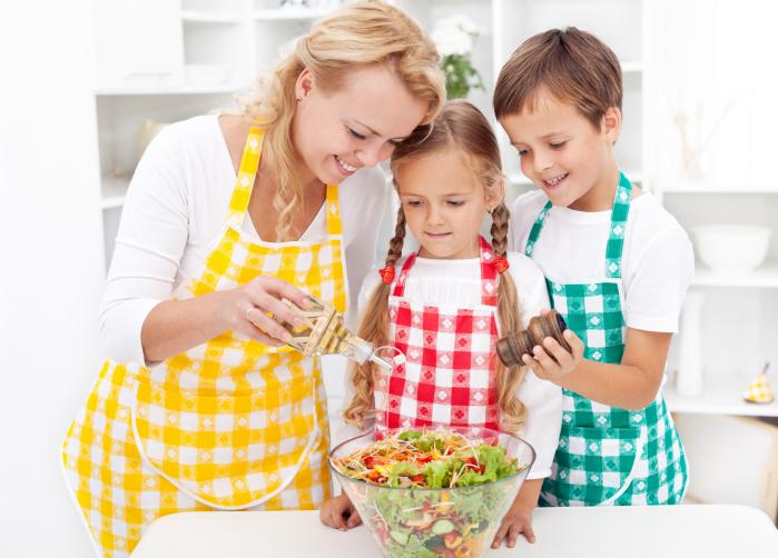 Experții vorbesc: Mamele stricte cresc copii de succes!